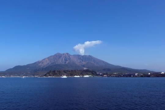 В Японии жители острова Кюсю готовятся к эвакуации из-за извержения вулкана