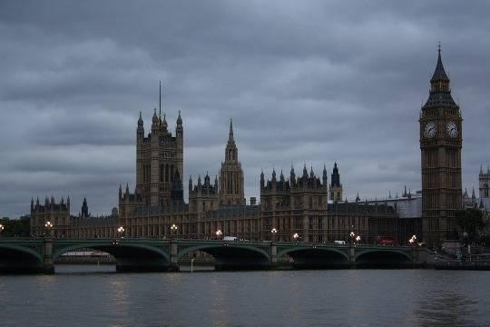 Встолице Англии несколько человек ранены при взрыве вжилом доме