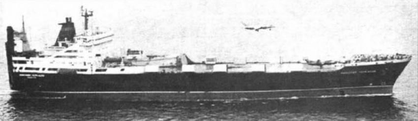 Взлёт Як-38 с «Николая Черкасова»