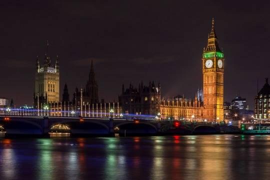 Великобритания начнет принимать туристов по системе светофора