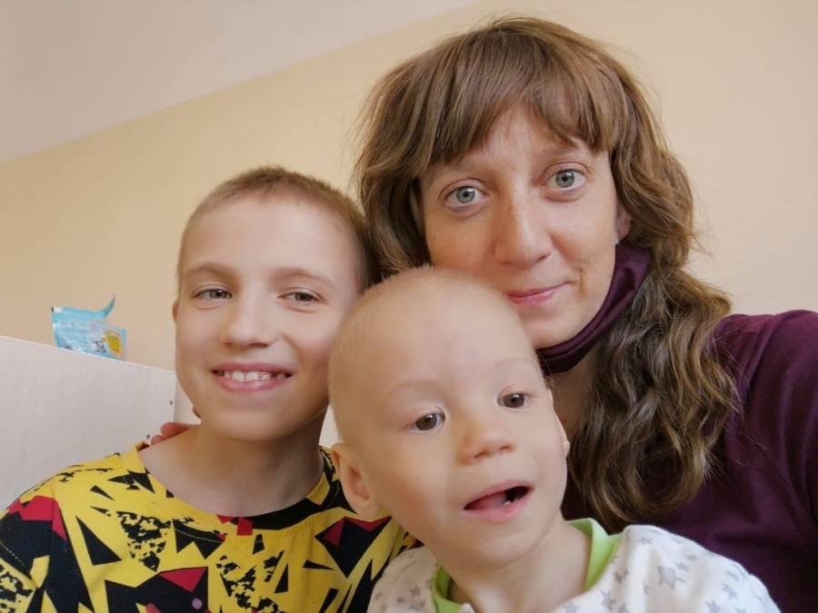 Ольга с приемными детьми.