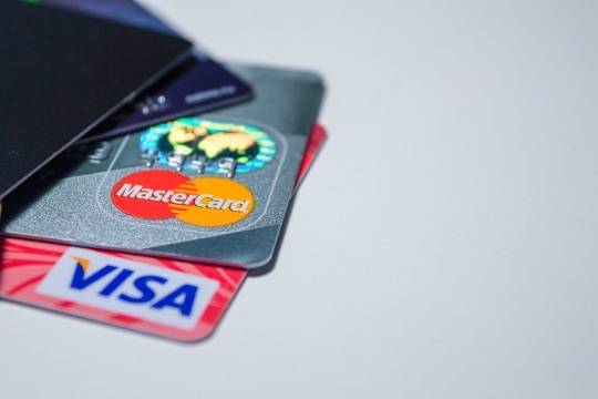 Visa иMasterCard тестируют карты сдактилоскопическим сканером
