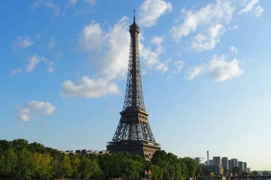 Приглашение Путину посетить Париж остается всиле— Посол Франции