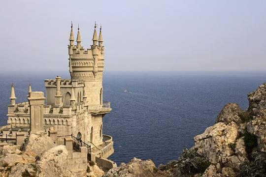 В Крыму отреагировали на появление замка Ласточкино гнездо в украинском