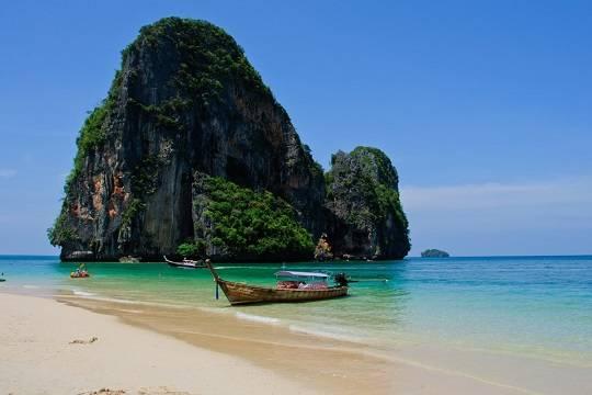 Власти Таиланда одобрили въезд в страну привитых Спутником V туристов