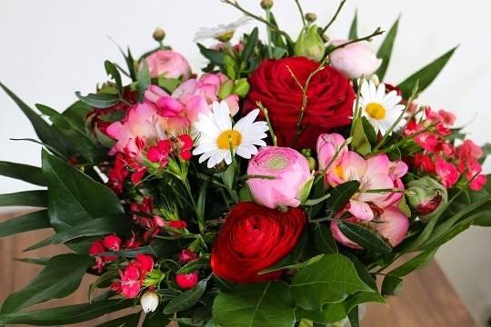Врачи оценили вероятность заражения коронавирусом через букет цветов