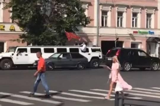 Выпускники из Костромы возмутили людей кортежем с лимузинами