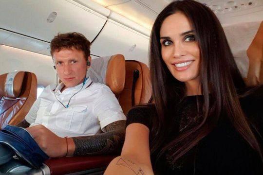 Хакеры слили в сеть интимные фото футболиста Мамаева с женой и других российских знаменитостей