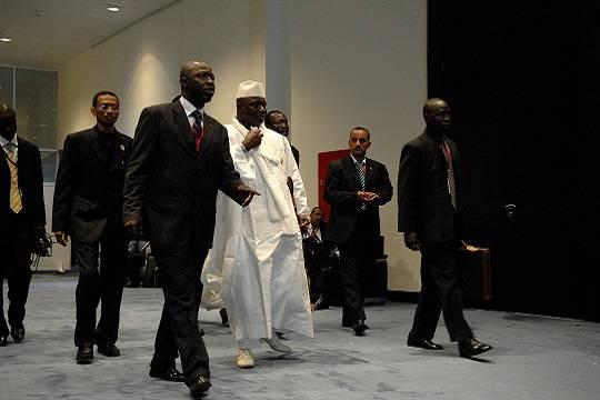 Прежний президент Гамбии покинул страну