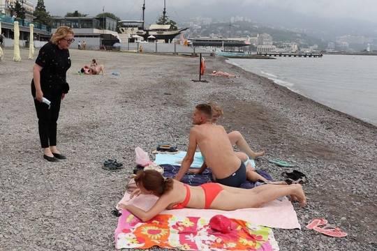 Запрет на купание в грязном море Ялты продлен на неопределенный срок