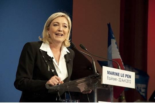 Отец кандидата впрезиденты Франции сомневается вуспехе дочери